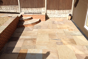 barlow-landscaping-paving-raised-patio-area-brick-wall