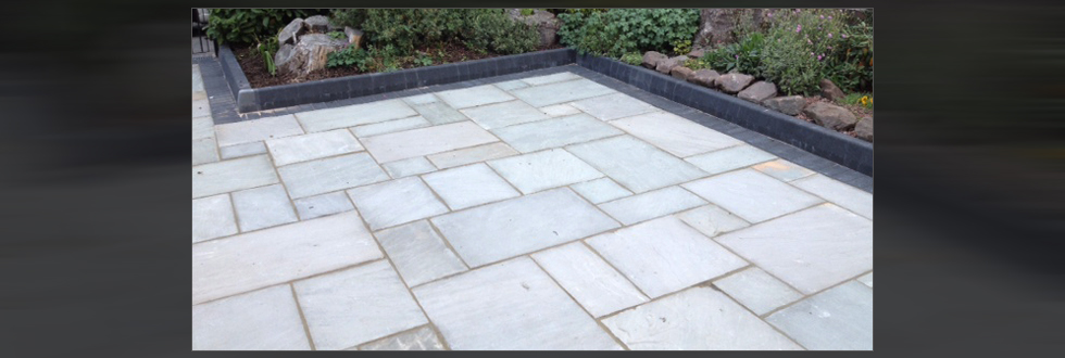 barlow-landscaping-paving-slabs-garden-area-liverpool
